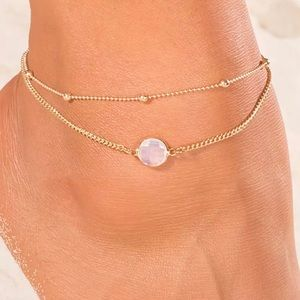 Jewelry - Gold tone anklet/ white stone.